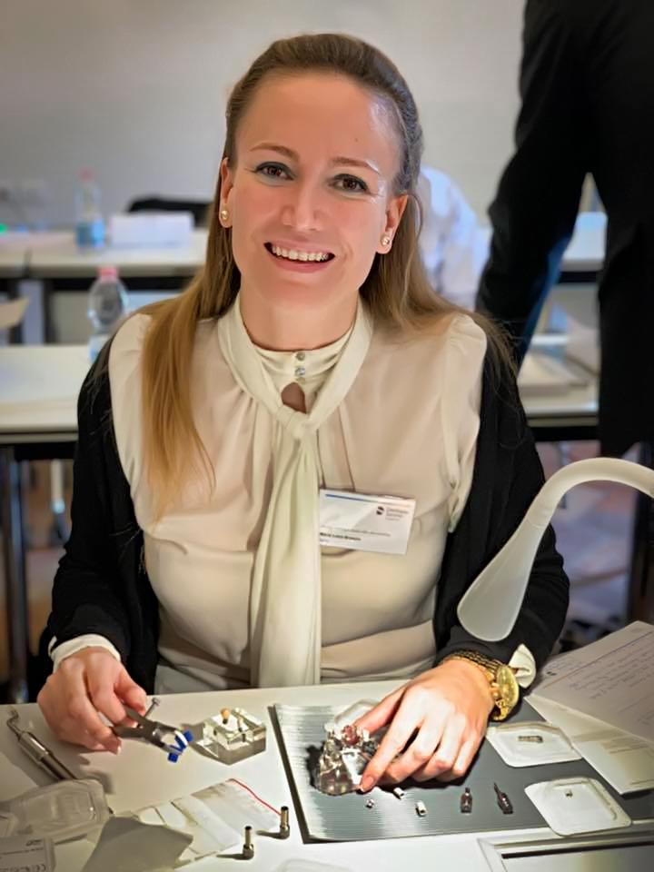 La doctora María Luisa Broseta forma parte del exclusivo grupo de profesionales especialistas en implantología que forman parte del grupo internacional de un nuevo innovador proyecto en este campo.