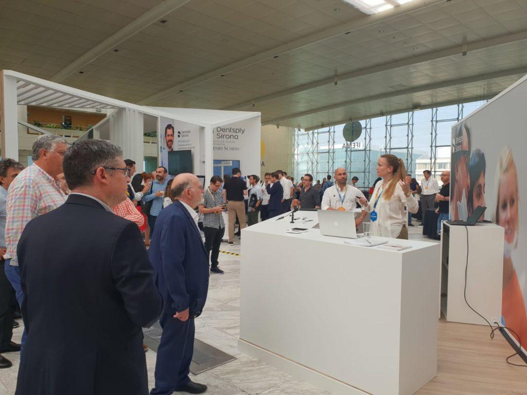 La doctora María Luisa Broseta presentó el innovador sistema Acuris en el Dentsply Sirona World Madrid 2019